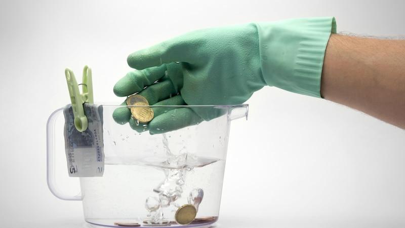 Münzen lassen sich mit Hausmitteln reinigen.