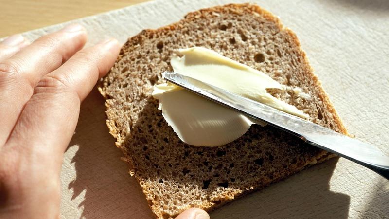 Ist Butter oder Margarine gesünder? - Was Sie darüber wissen sollten