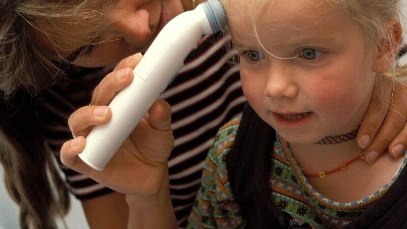 Ganzer Körper ist heiß, aber kein Fieber: Bedeutung beim Kind