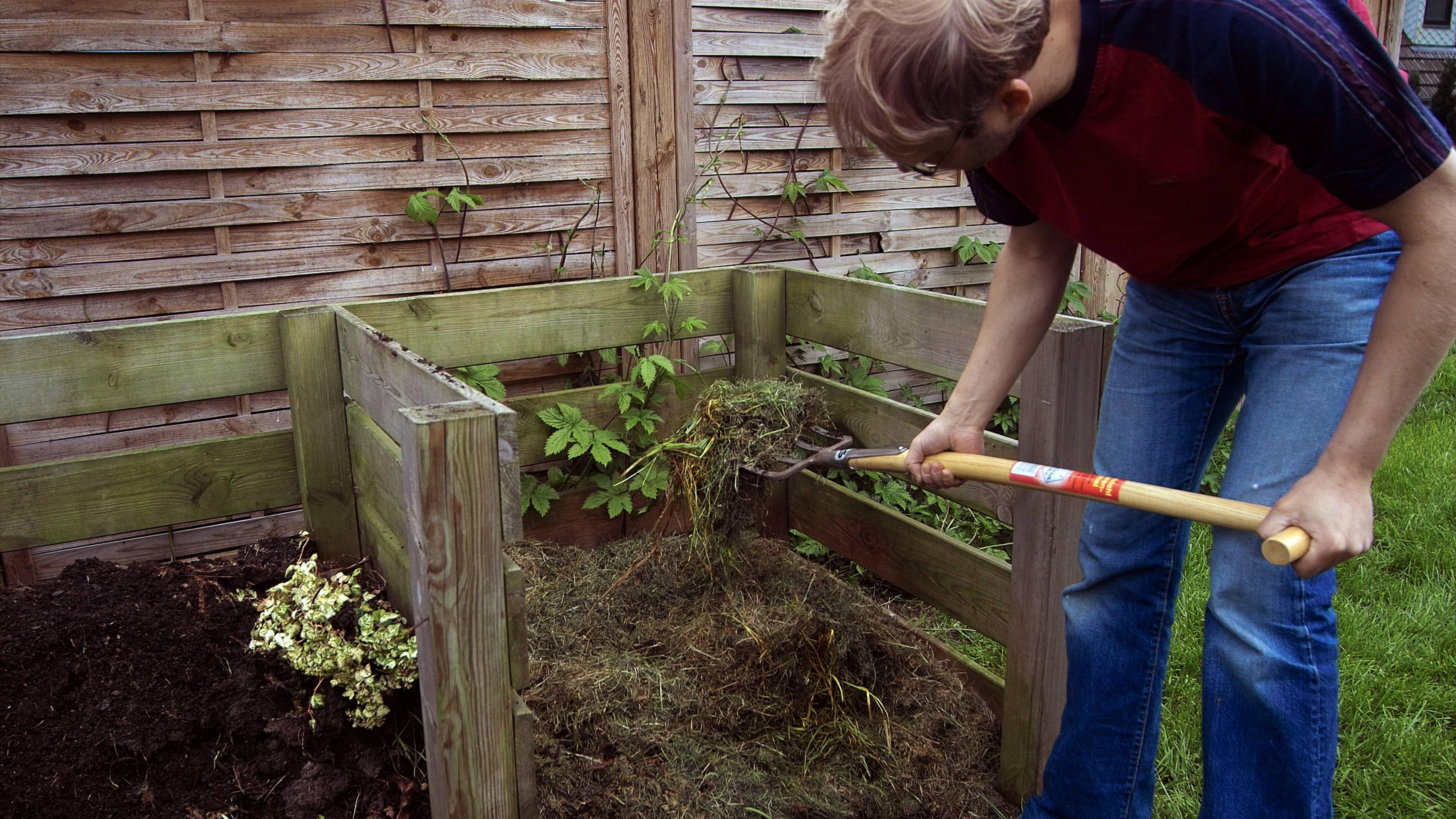 Mit selber gemachtem Kompostbeschleuniger gelingt eine schnellere Verrottung