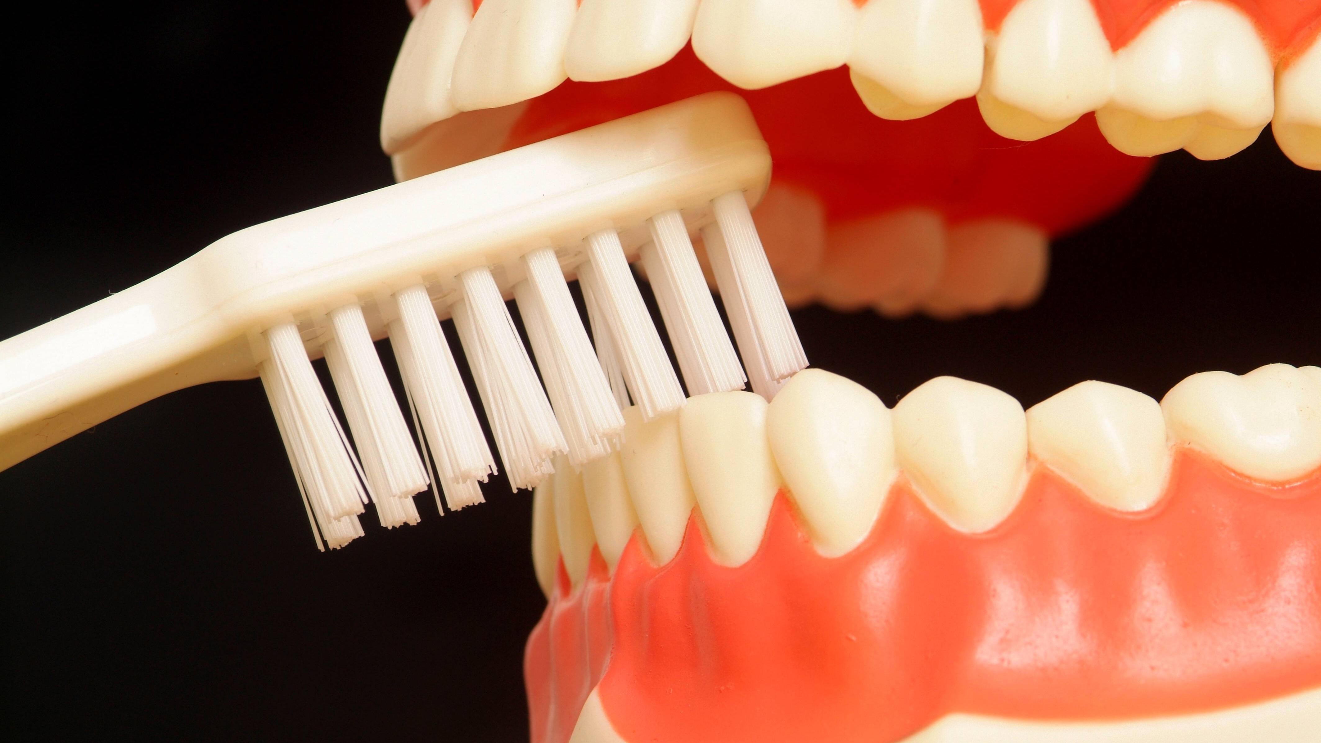 Nach der Zahnreinigung: Essen, Rauchen und mehr - so verhalten Sie sich richtig