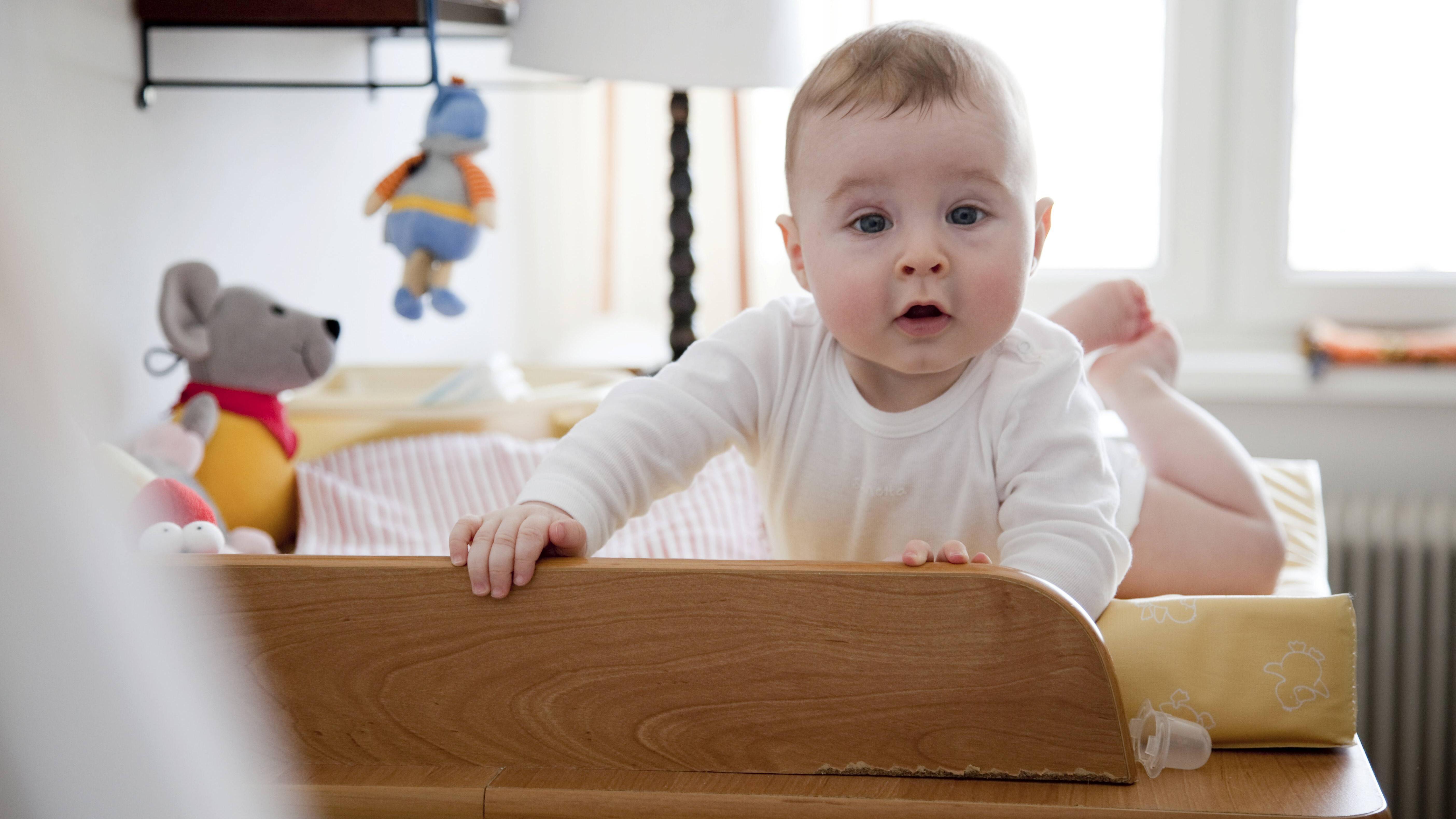 Hexenmilch beim Baby: Was das ist und was Sie dazu wissen sollten