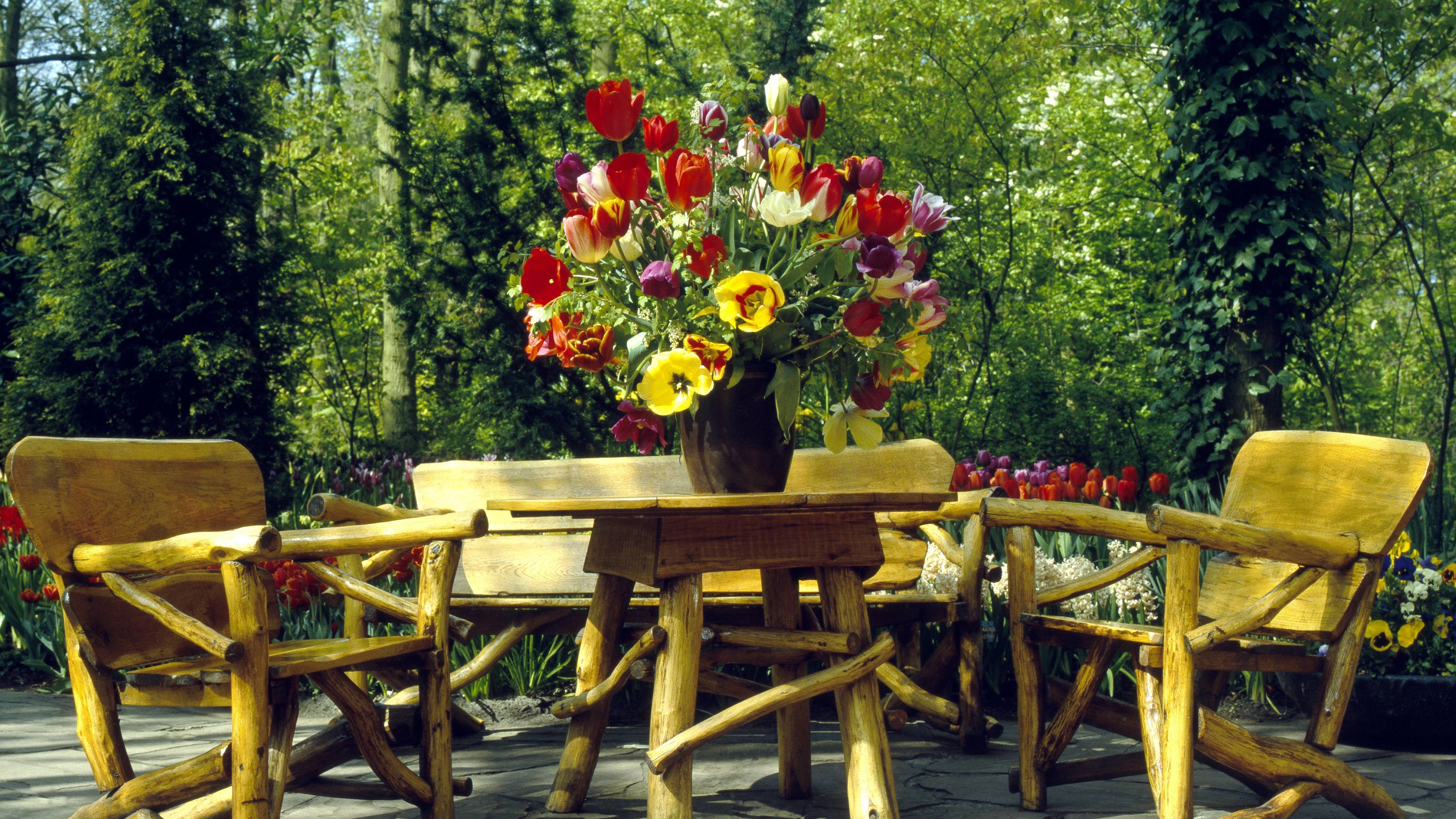 Gartenmöbel aus Holz reinigen und pflegen - sie sind am anspruchsvollsten