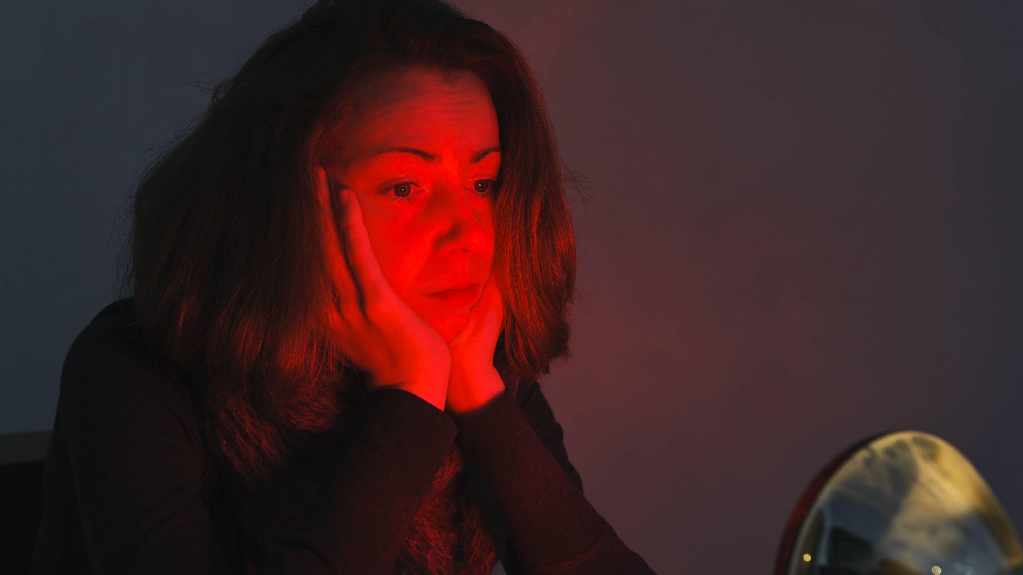 Rotlicht dient als Wärmespender und ist gegen Ohrenschmerzen wirksam