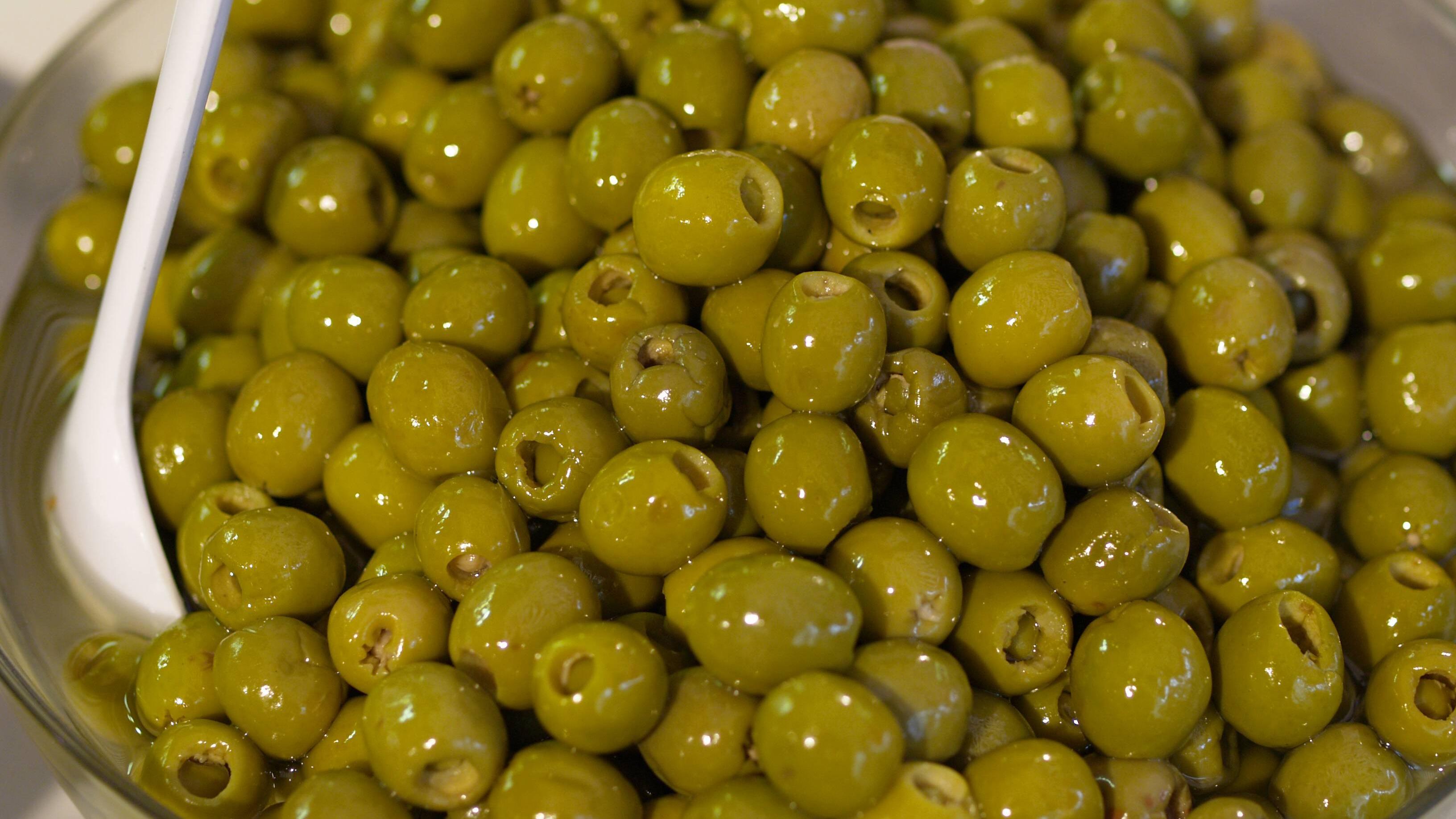 Oliven müssen Sie erst entbittern, bevor Sie diese einlegen.