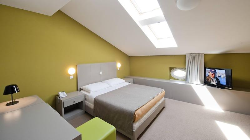 Kleines Schlafzimmer gestalten: Tipps und Tricks für mehr Platz