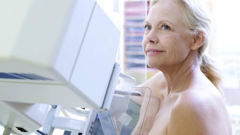 Duschen vor der Mammographie ist möglich, jedoch ohne die Verwendung von Körperpflegeprodukten.