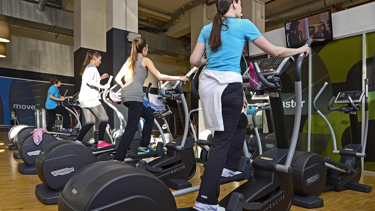 Crosstrainer oder Fahrrad-Ergometer - mit dem Crosstrainer aktivieren Sie bis zu 90 Prozent der Muskulatur Ihres Körpers.