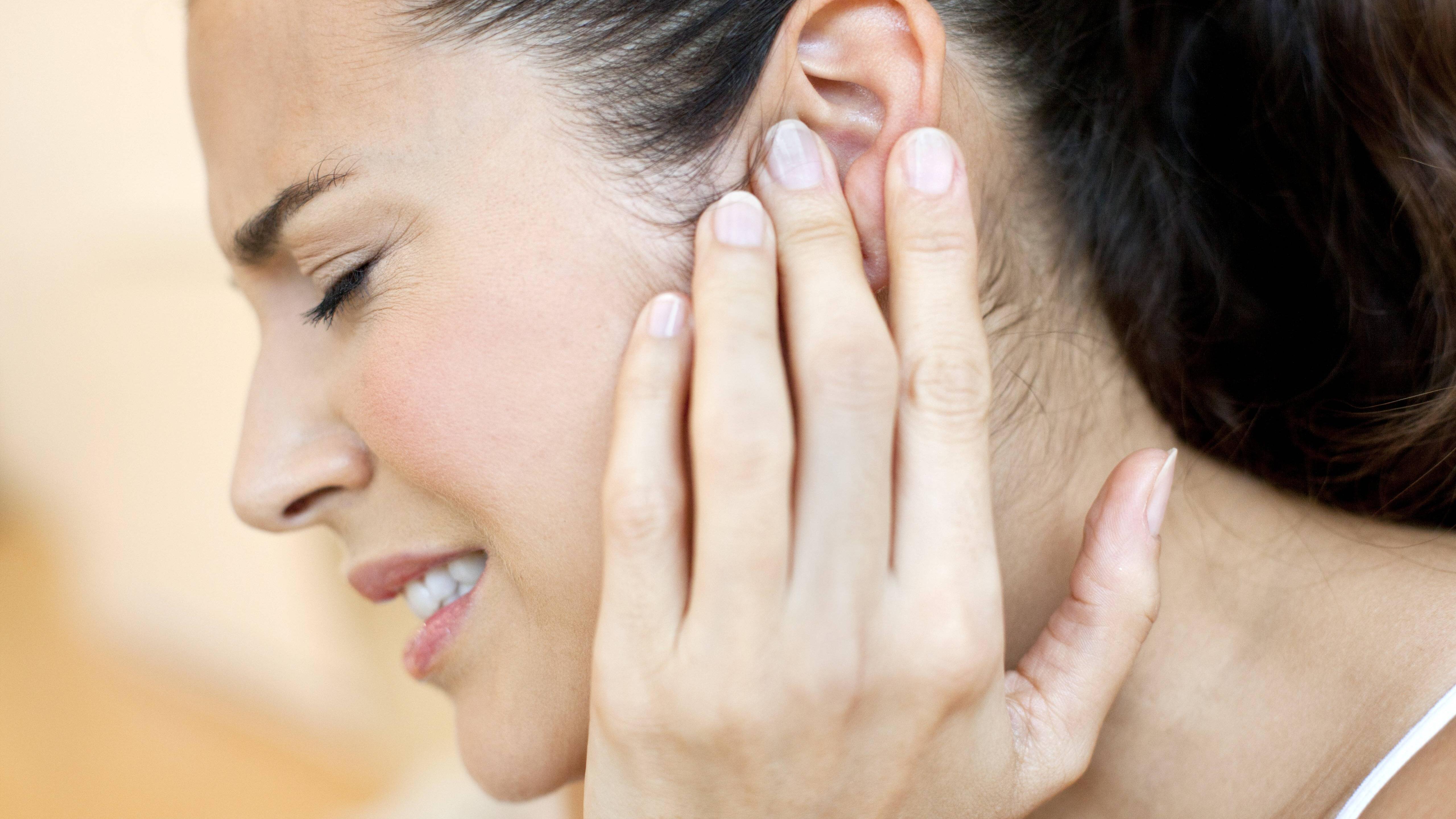Hausmittel gegen Ohrenschmerzen: 5 altbewährte und natürliche Mittel