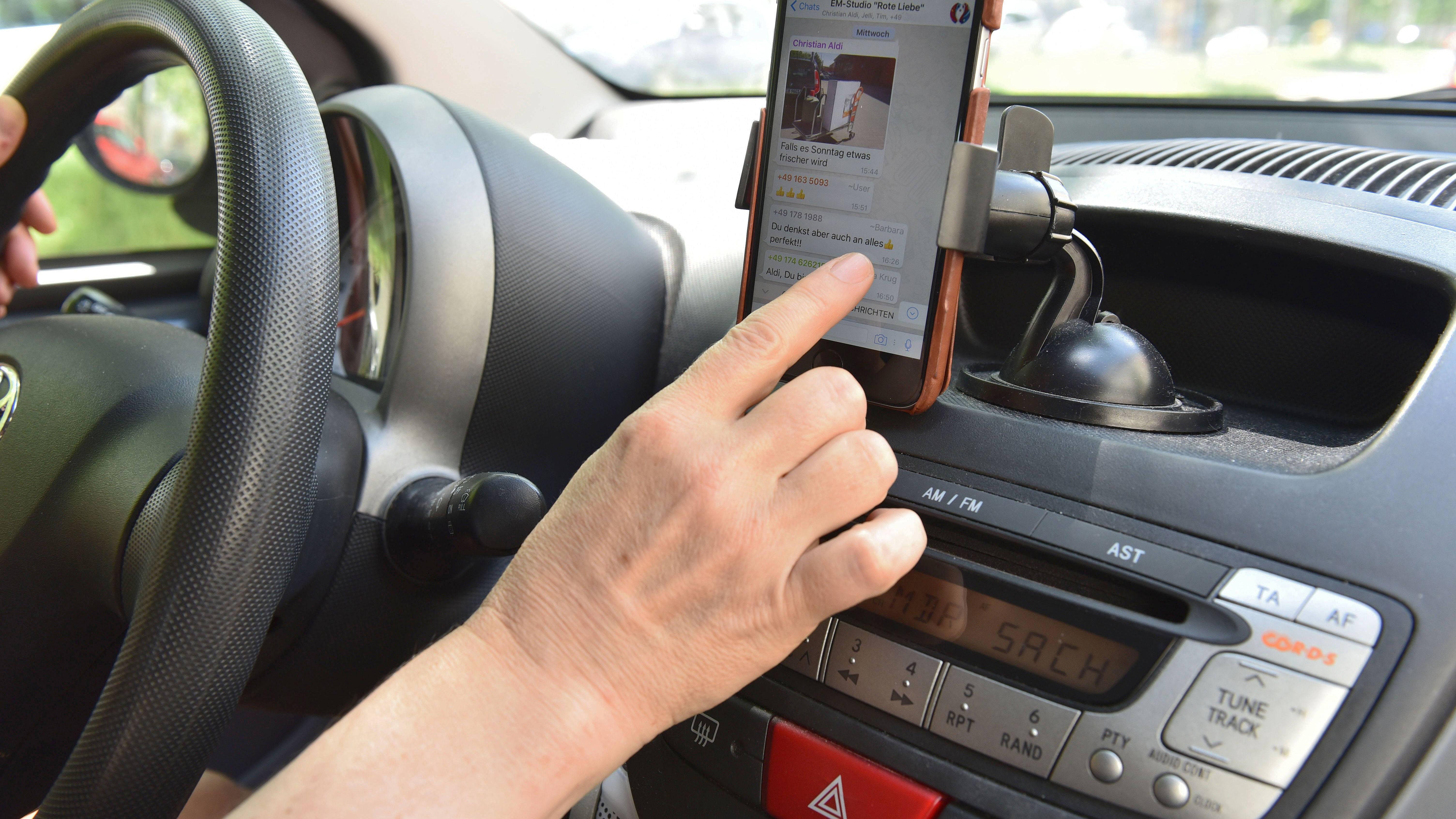 Handy mit Autoradio koppeln und verbinden - eine Anleitung
