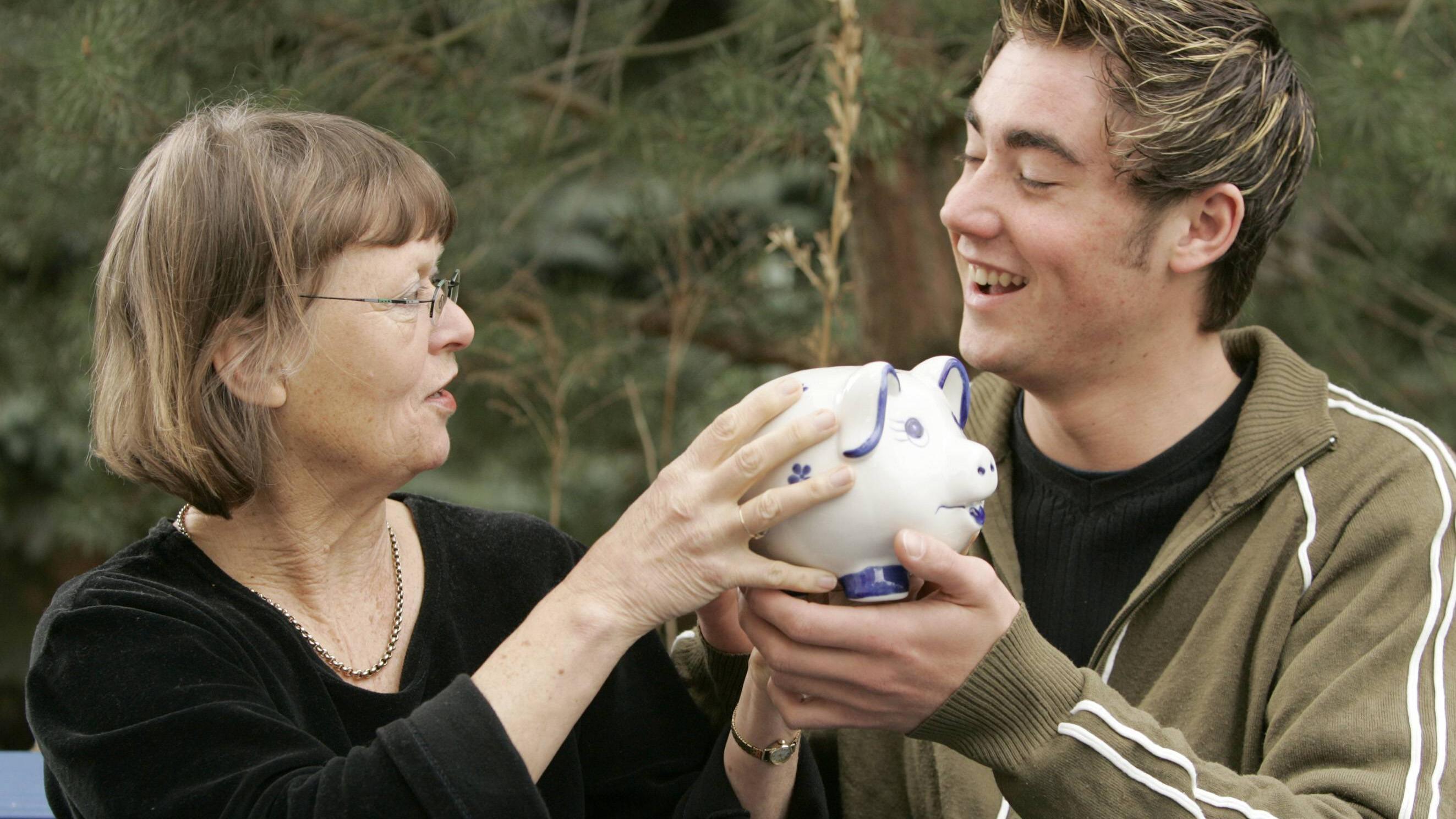 Wie viel Geld schenken Eltern zum 18. Geburtstag? - Was Sie darüber wissen sollten