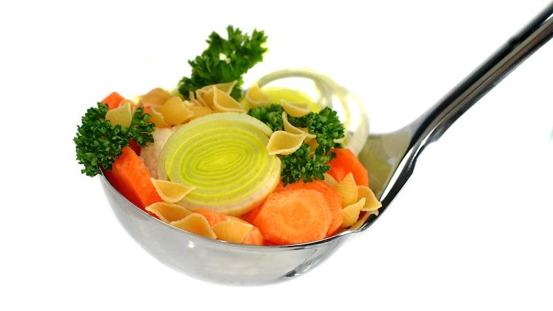 Was im Suppengrün drin ist, dient der Basis einer Suppe.