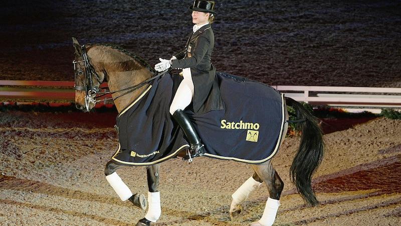 Piaffe beim Pferd: Was Sie im Dressurreiten unter dem Begriff verstehen