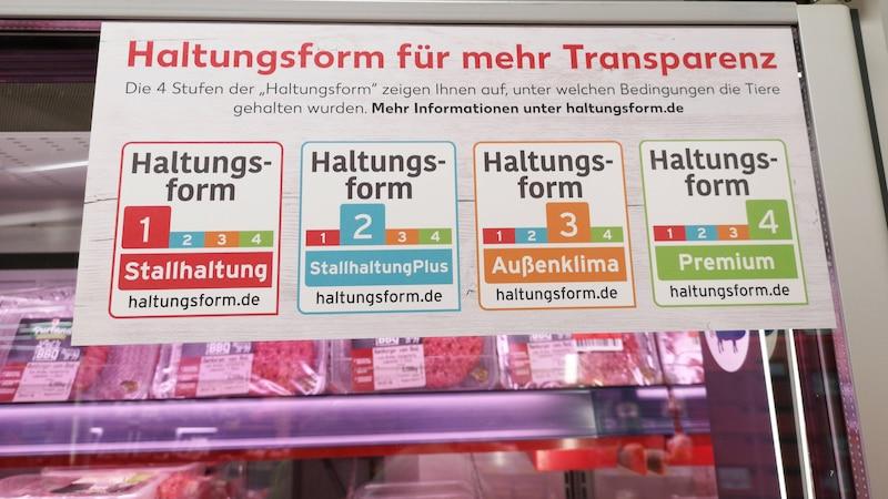 Das Siegel der Haltungsform soll dem Verbraucher Informationen über das Fleisch liefern.