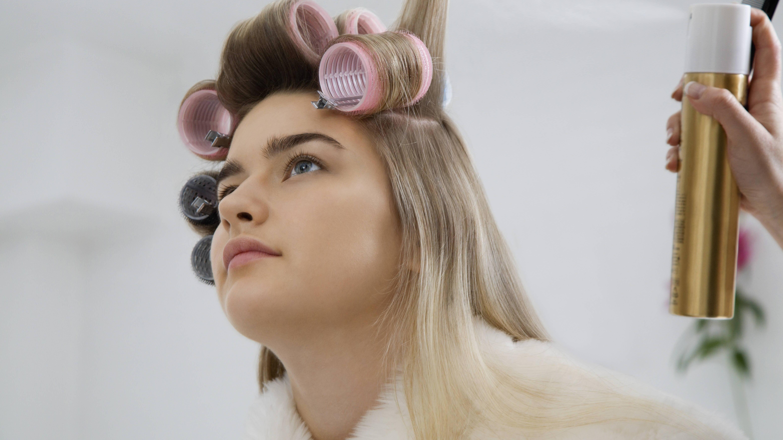 Curtain Bangs: 3 Styling-Tipps für die Pony-Frisur