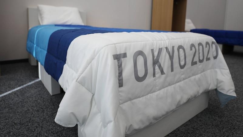 Die Betten im Olympischen Dorf wirken zwar nicht gerade einladend, bestanden aber den irischen Hüpftest.