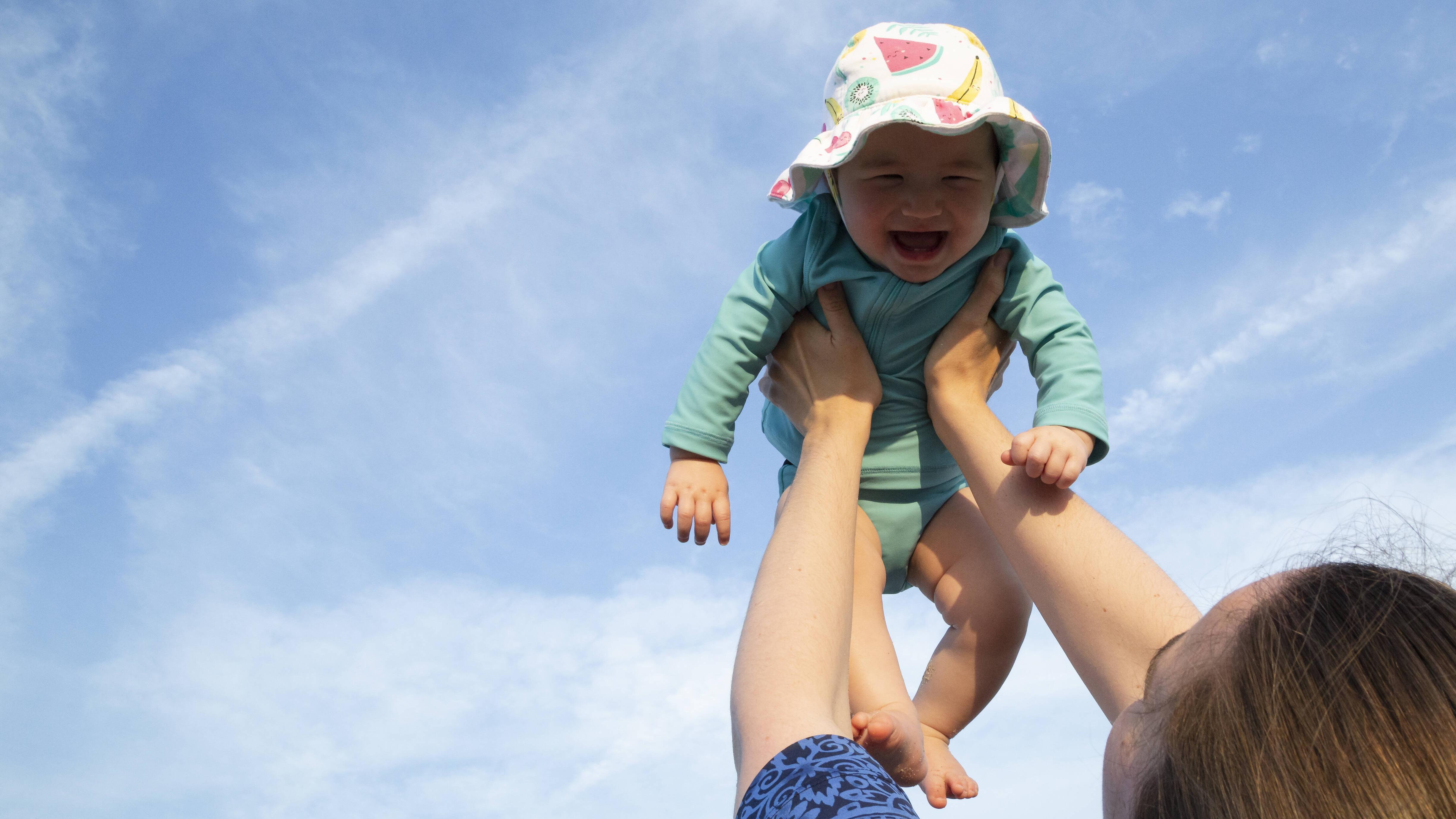 Der richtige Sonnenschutz fürs Baby: Die besten Tipps