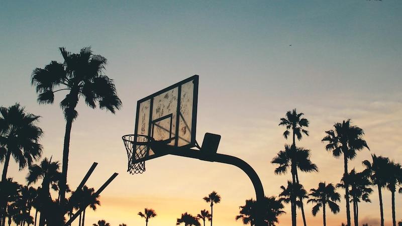 Wie lange dauert ein Basketballspiel? Die Zeitregeln im Basketball lassen sich relativ einfach erklären.