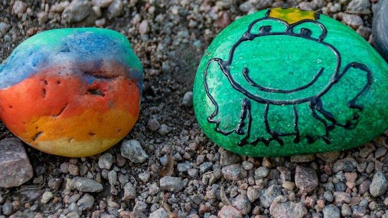 Der Kreativität sind beim Bemalen von Steinen keine Grenzen gesetzt.