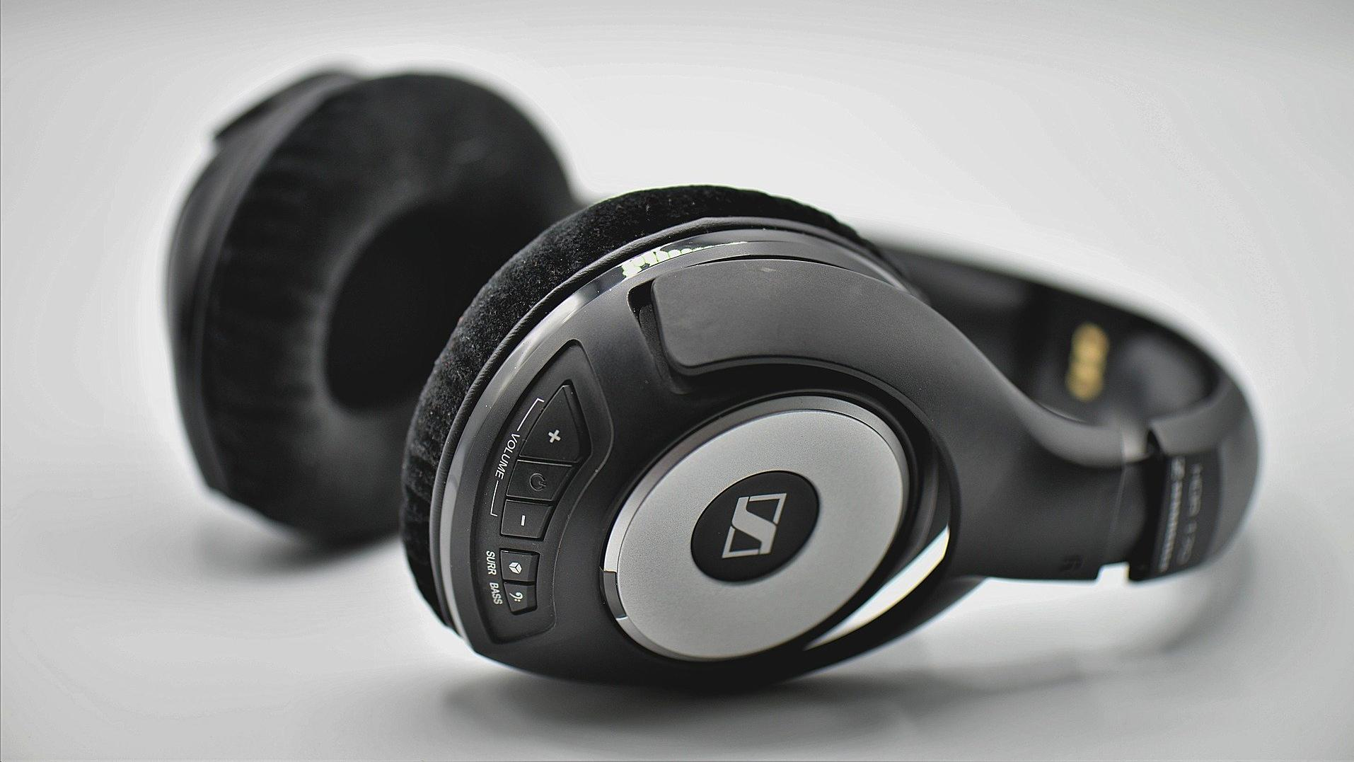 Mit guten Kopfhörer können Sie Ihre Spotify-Songs genießen.