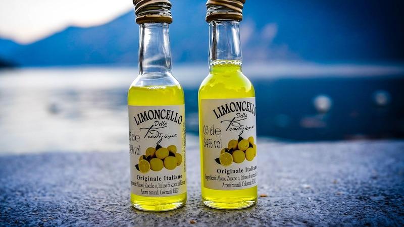 Zitronen können Sie zum Beispiel weiterverwerten, indem Sie Likör aus den Schalen machen.