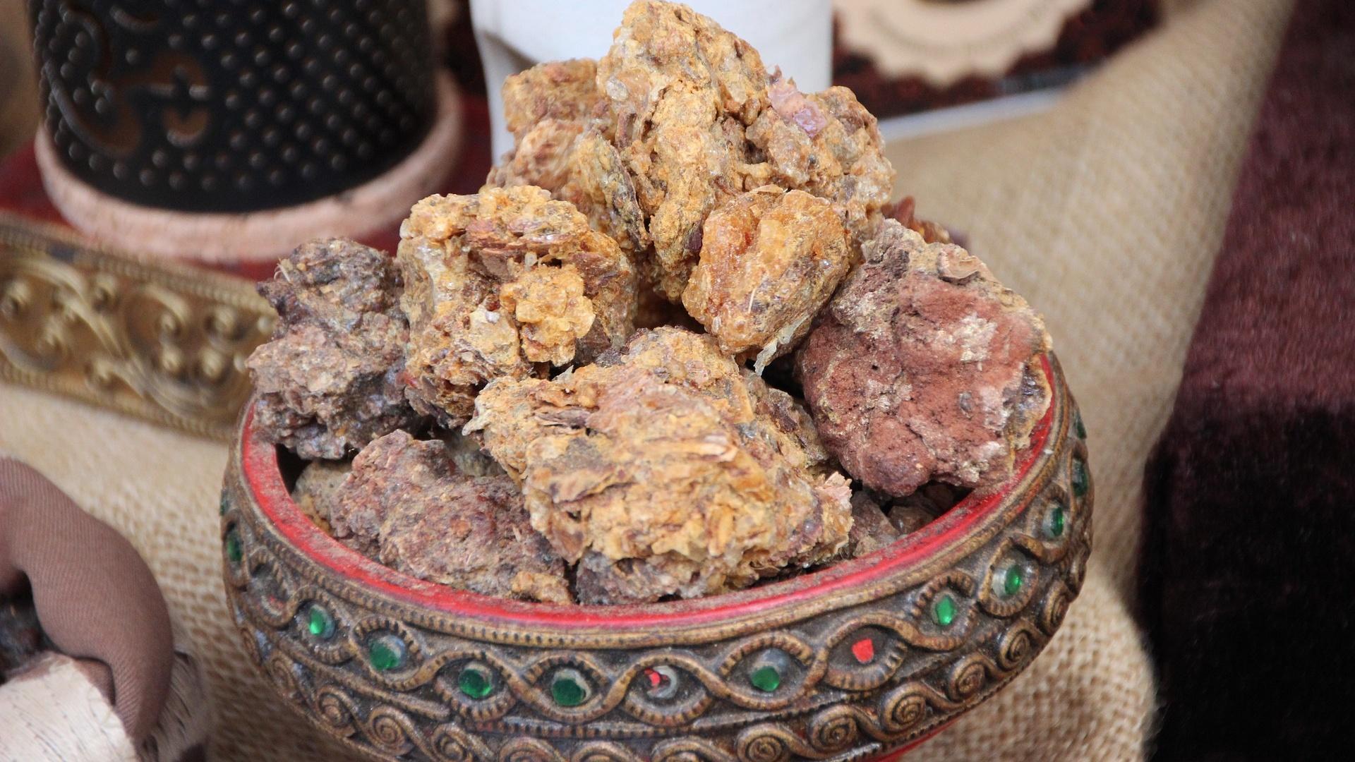 Diese heilende Wirkung hat das Baumharz Myrrhe.