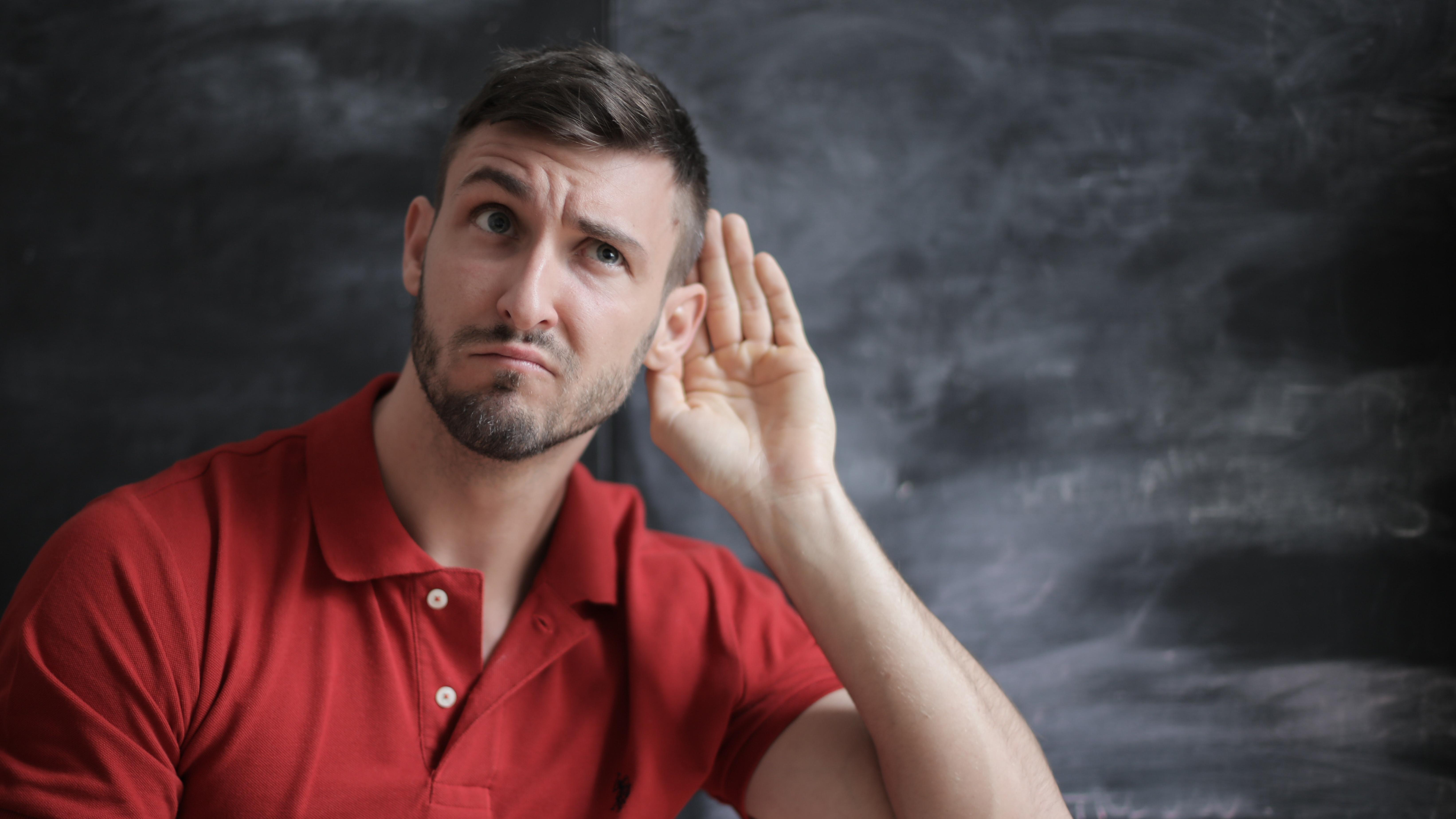 Oft reichen natürliche Mittel aus, um ein verstopftes Ohr wieder zu befreien.