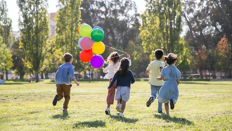 Auf einem Kindergeburtstag sollte es neben vorbereiteten Spielen immer auch Raum für freie Zeitgestaltung unter den 11-Jährigen geben.