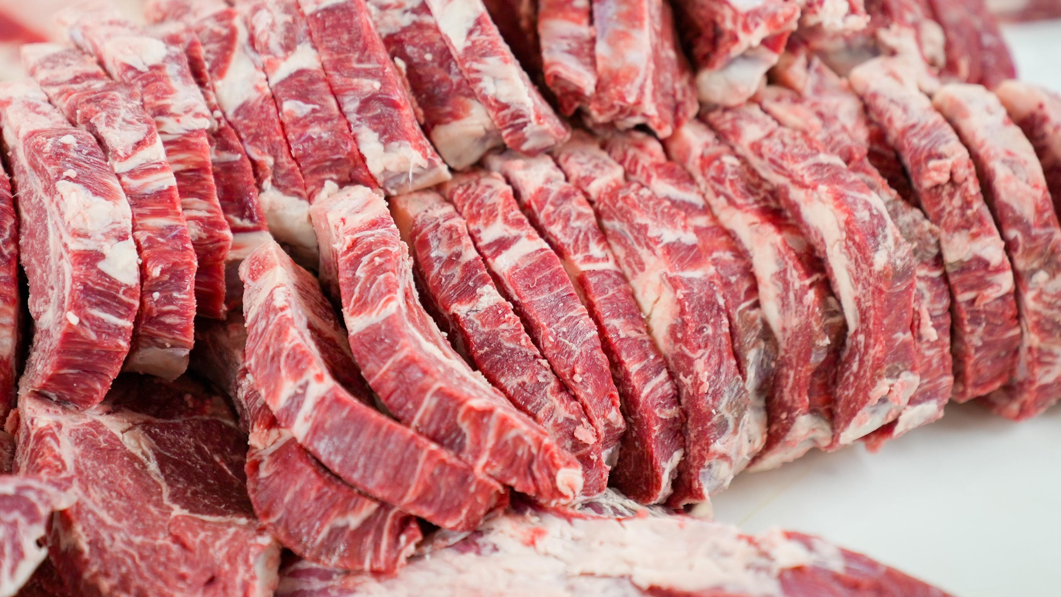 Verdorbenes Fleisch gegessen - so reagieren Sie richtig