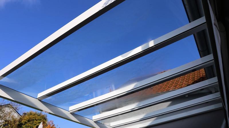 Terrassenüberdachung reinigen: Die besten Tipps und Hausmittel