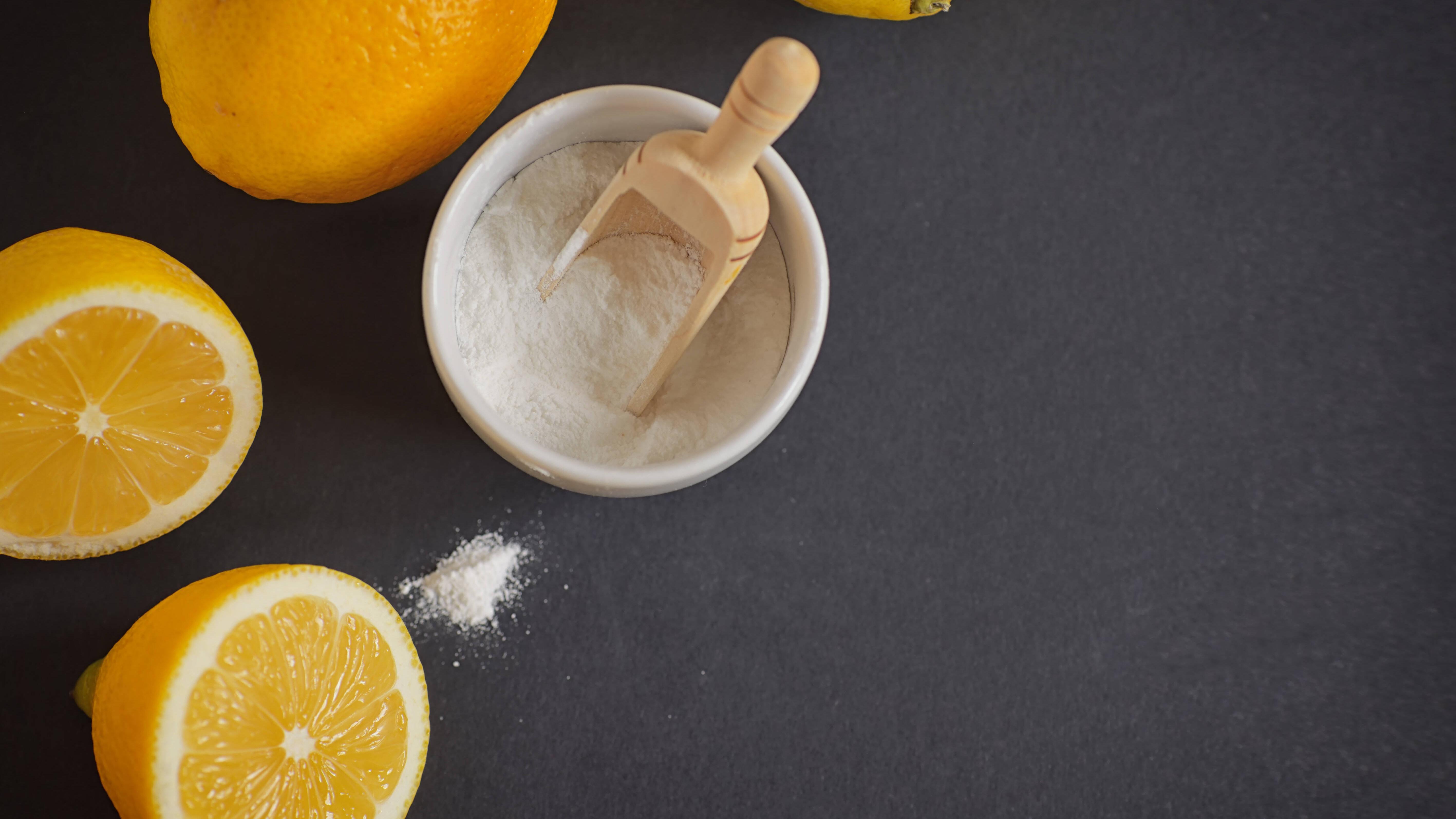 Natron und Zitronensaft als Natronkur trinken bei Sodbrennen