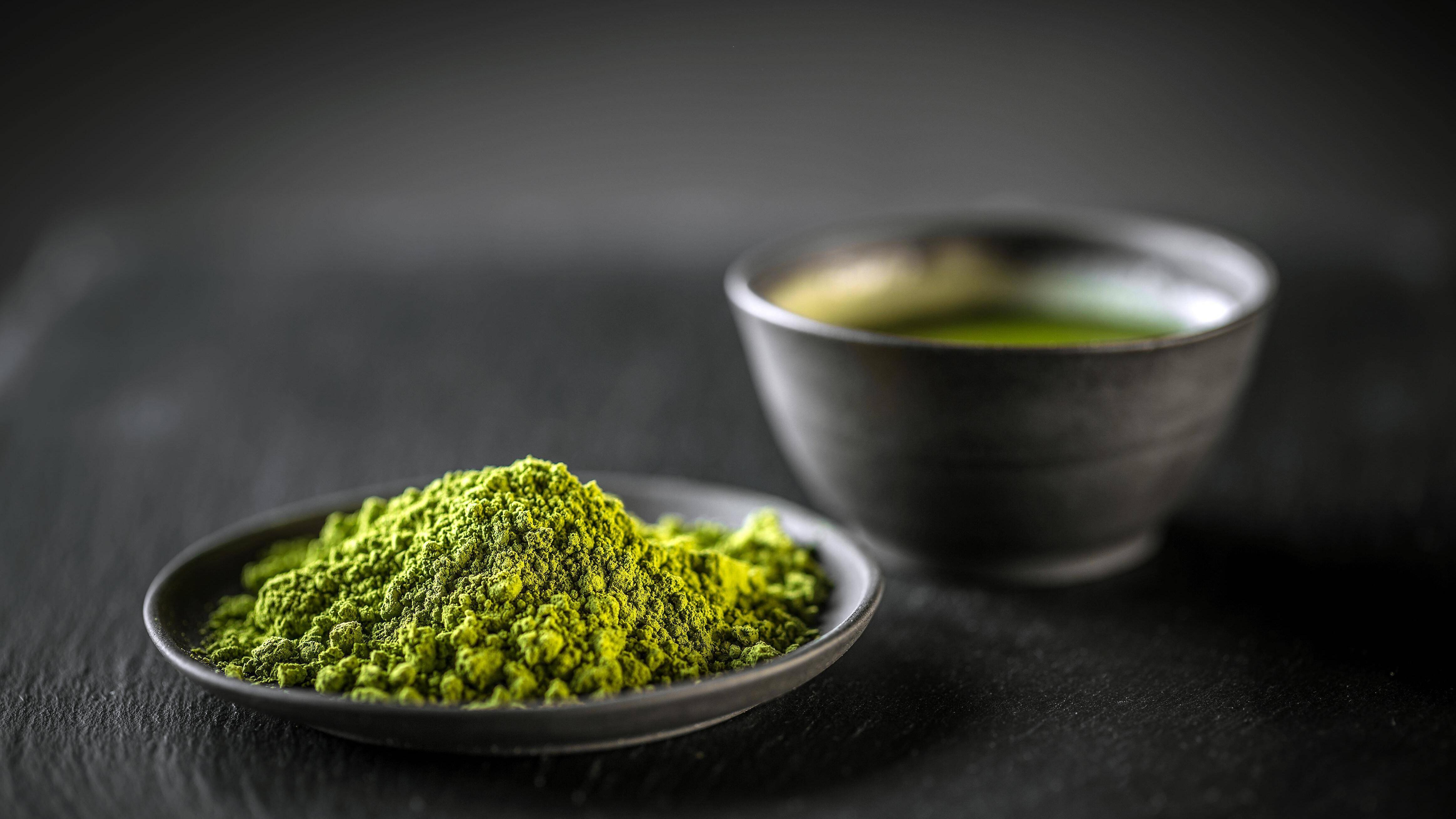 Entschlackung funktioniert auch mit Tee, zum Beispiel mit Matcha Tee.