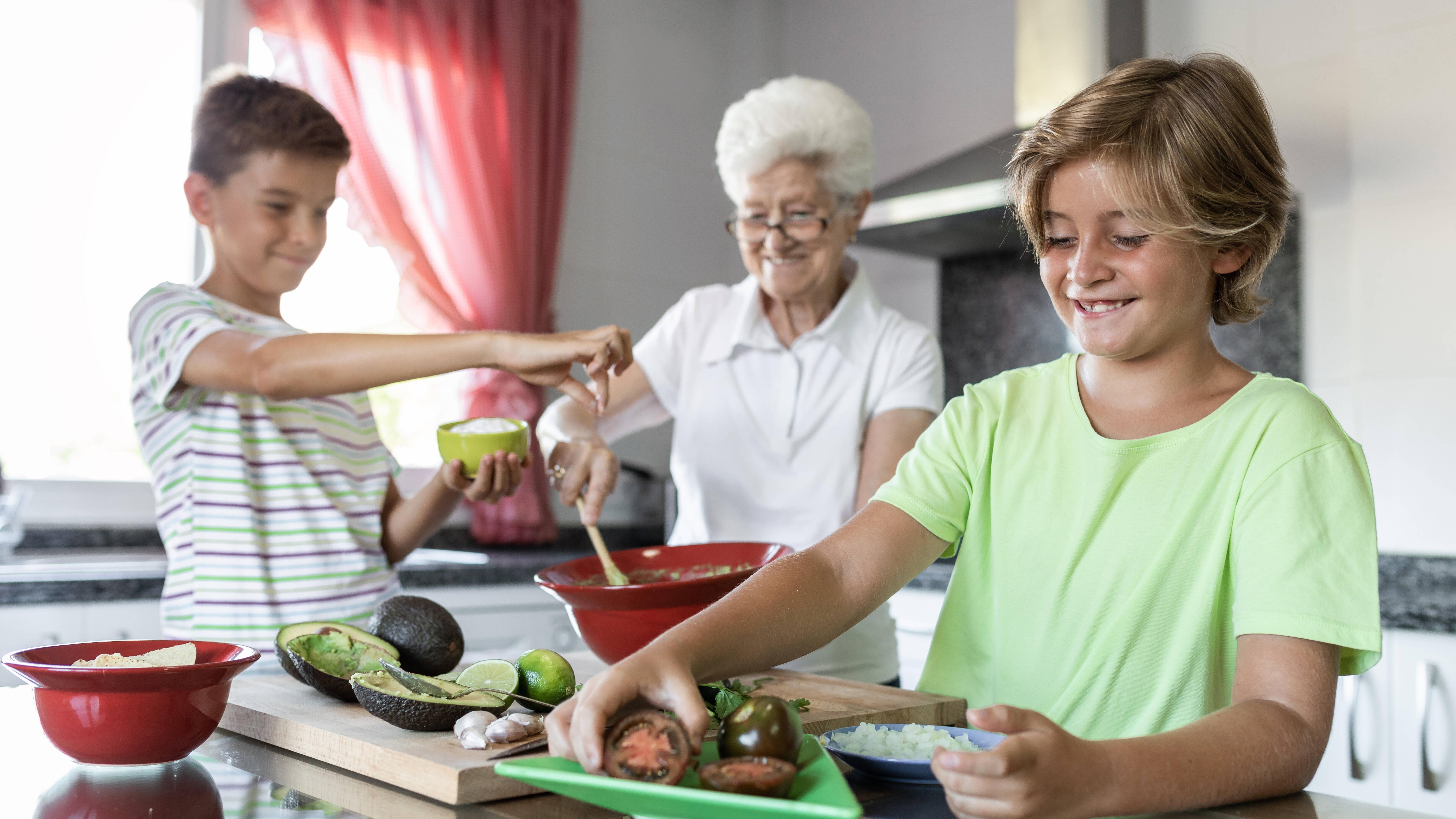 Kochen und Backen kann eine Ihrer Aufgaben sein als Leihoma.