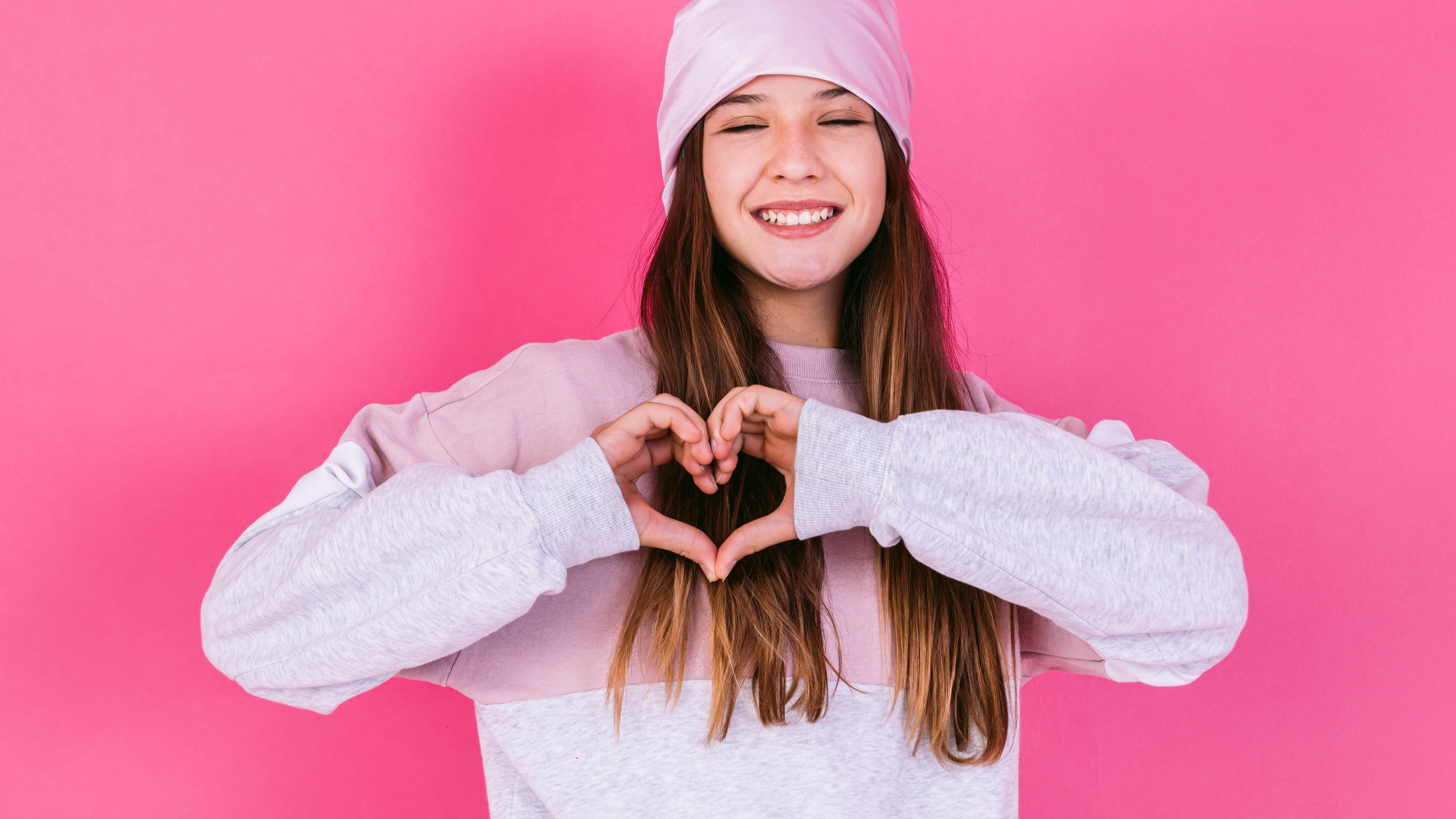 In der Pubertät spielen die Hormone verrückt - viele Teenager verlieben sich in ihren Lehrer.