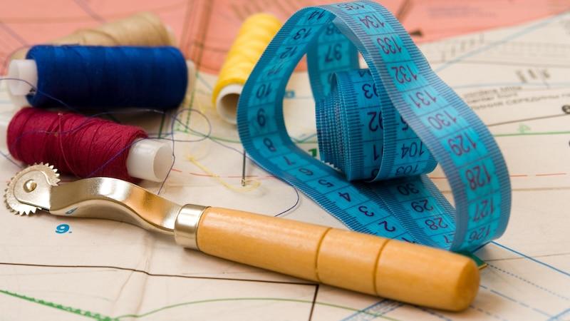 Nähmaschine einfädeln: Schritt für Schritt erklärt