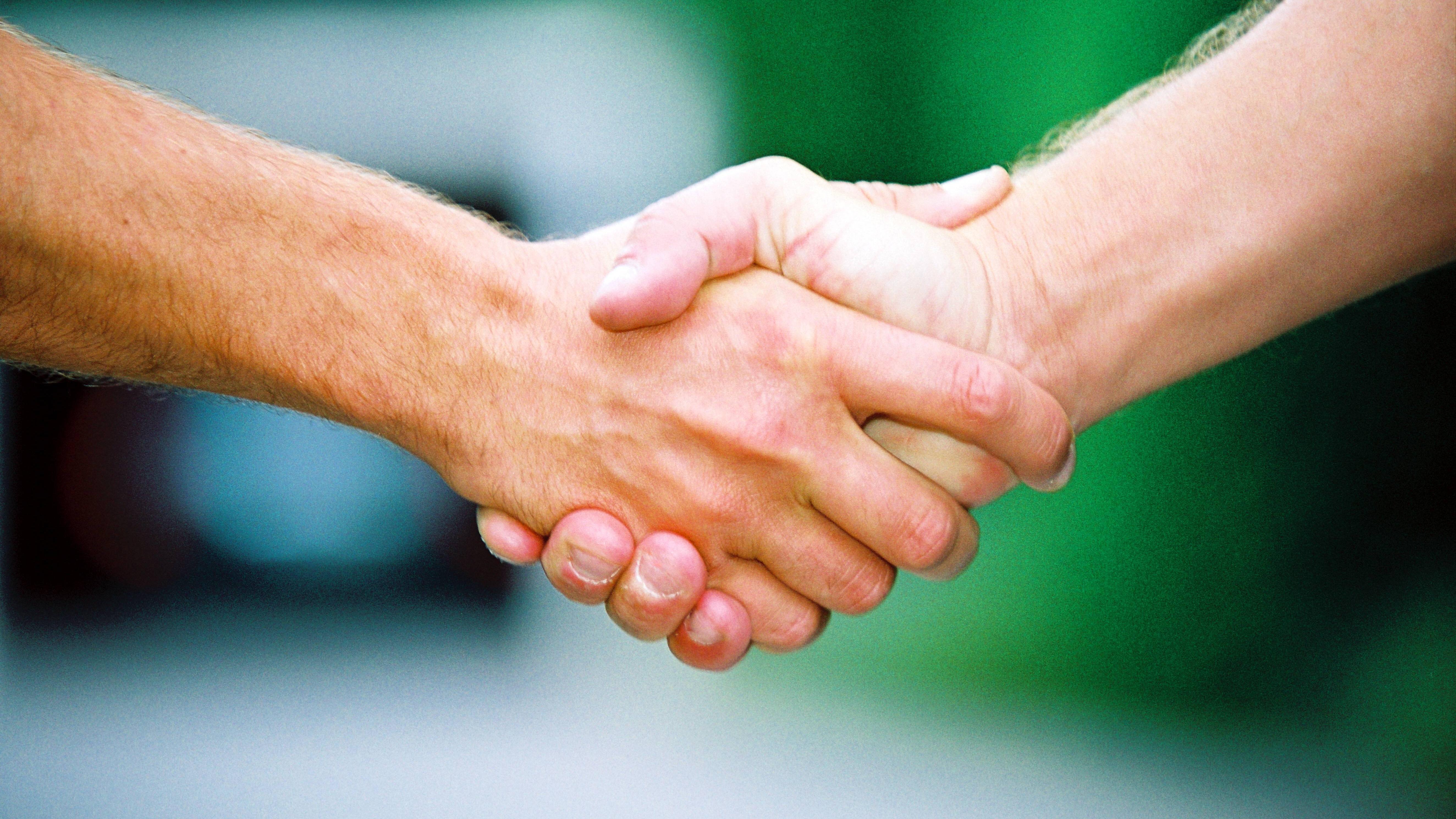 Eine Hand wäscht die andere: Ursprung und Bedeutung der Redewendung