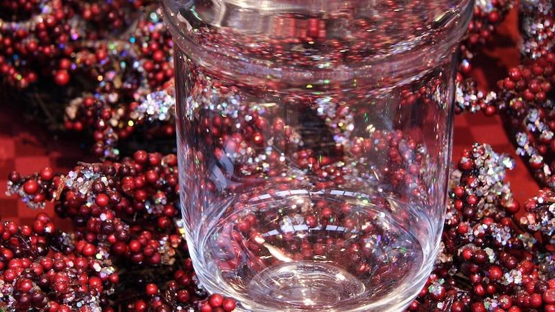 Gläser weihnachtlich dekorieren: 3 stimmungsvolle Ideen