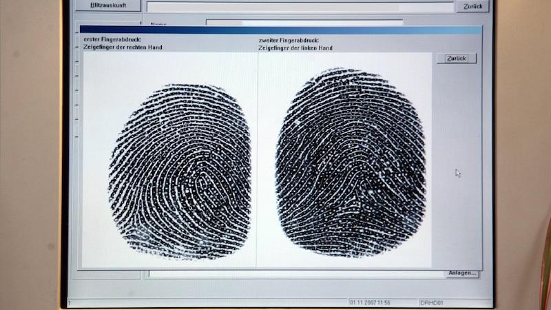 Chip im Personalausweis - Warum jetzt auch Fingerabdrücke gespeichert werden
