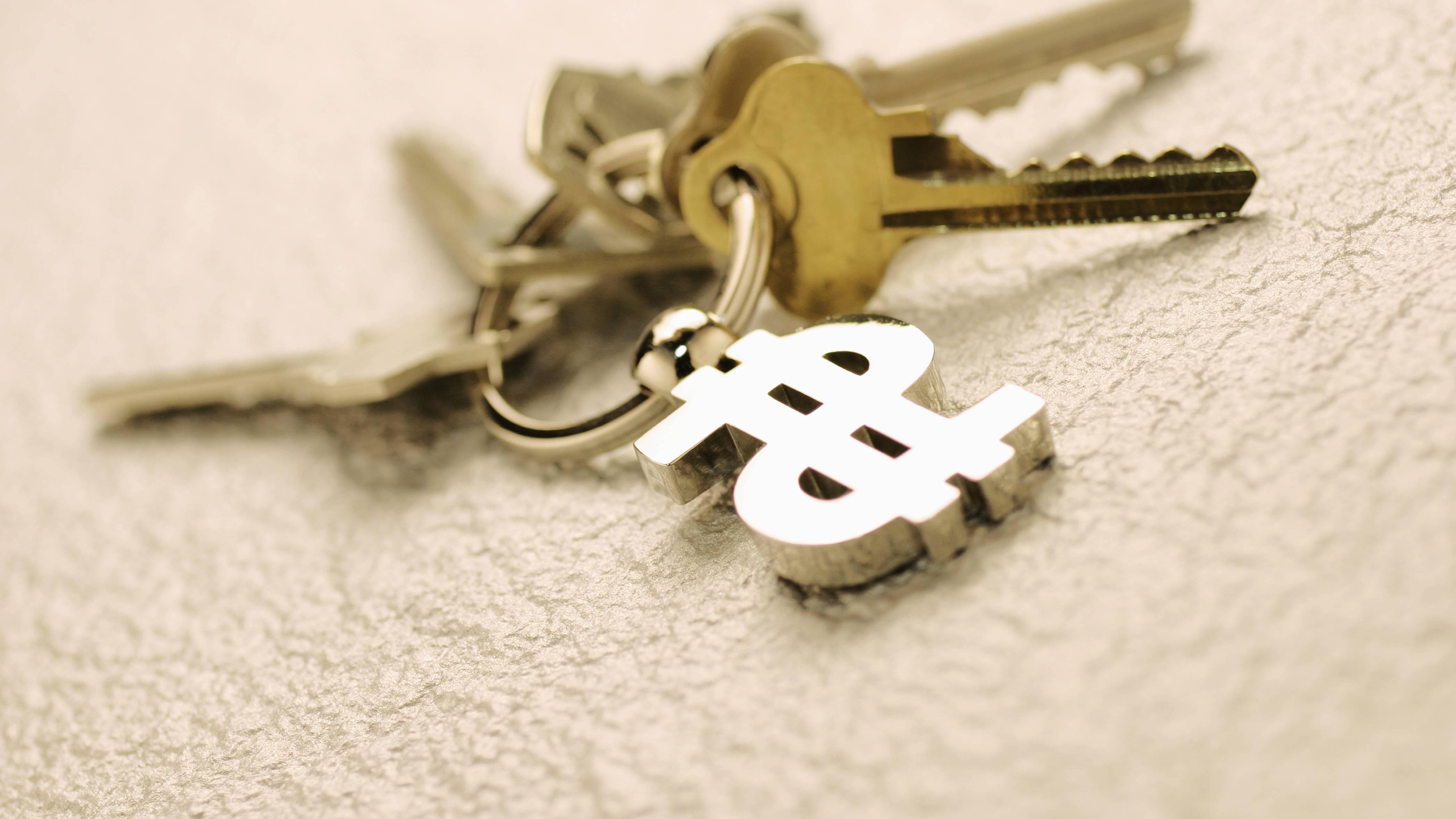 Einen Schlüsselanhänger können Sie zusammen mit alten Vintage-Schlüsseln, als Geschenk im Geschenk oder in einer Cluebox kreativ verpacken.