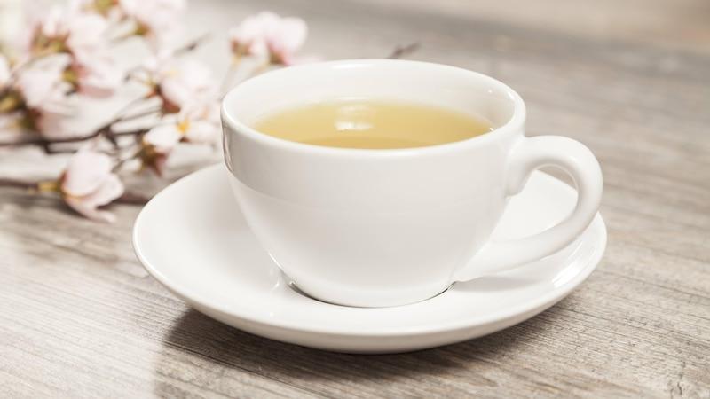 Entschlackung mit Tee: Geeignete Teesorten und Wirkung der Hausmittel