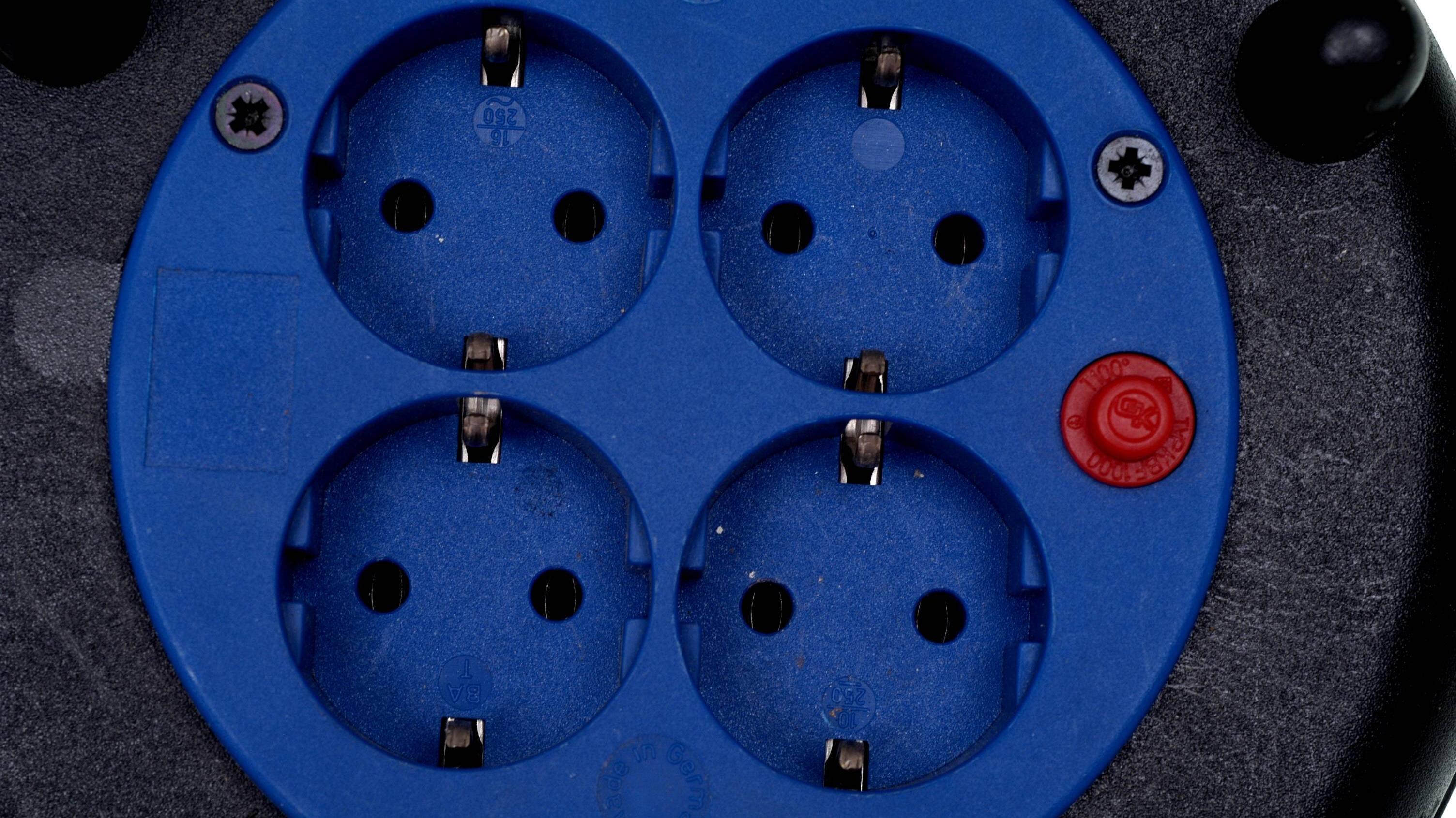 Eine Kabeltrommel ganz abrollen ist sinnvoll, um eine Überhitzung zu vermeiden.