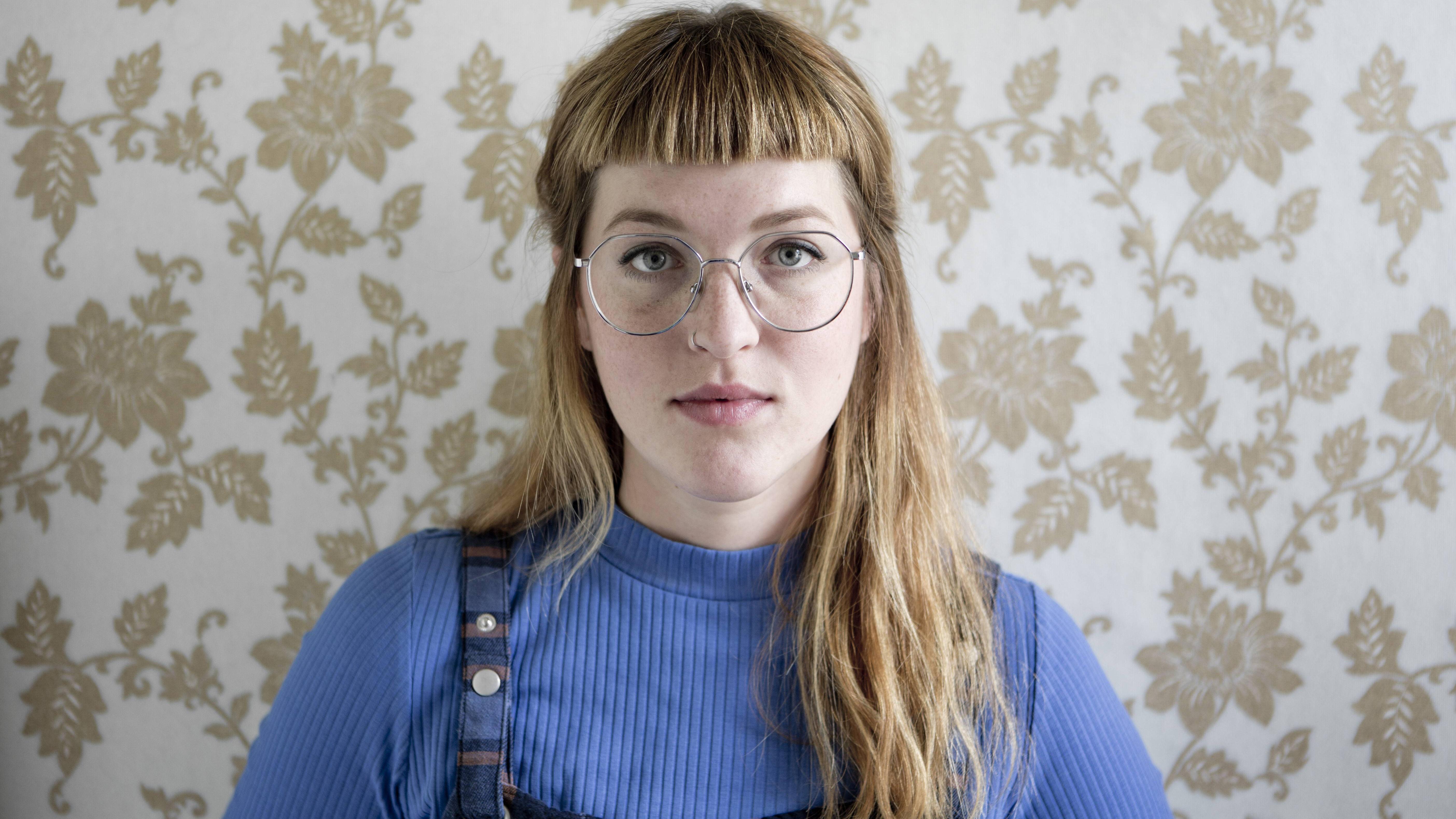 Pony und Brille sehen je nach Style des Ponys, Gesichtsform und dem Brillengestell anders aus.