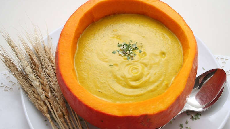 Kürbissuppe mit Kokosmilch und Curry - so geht's