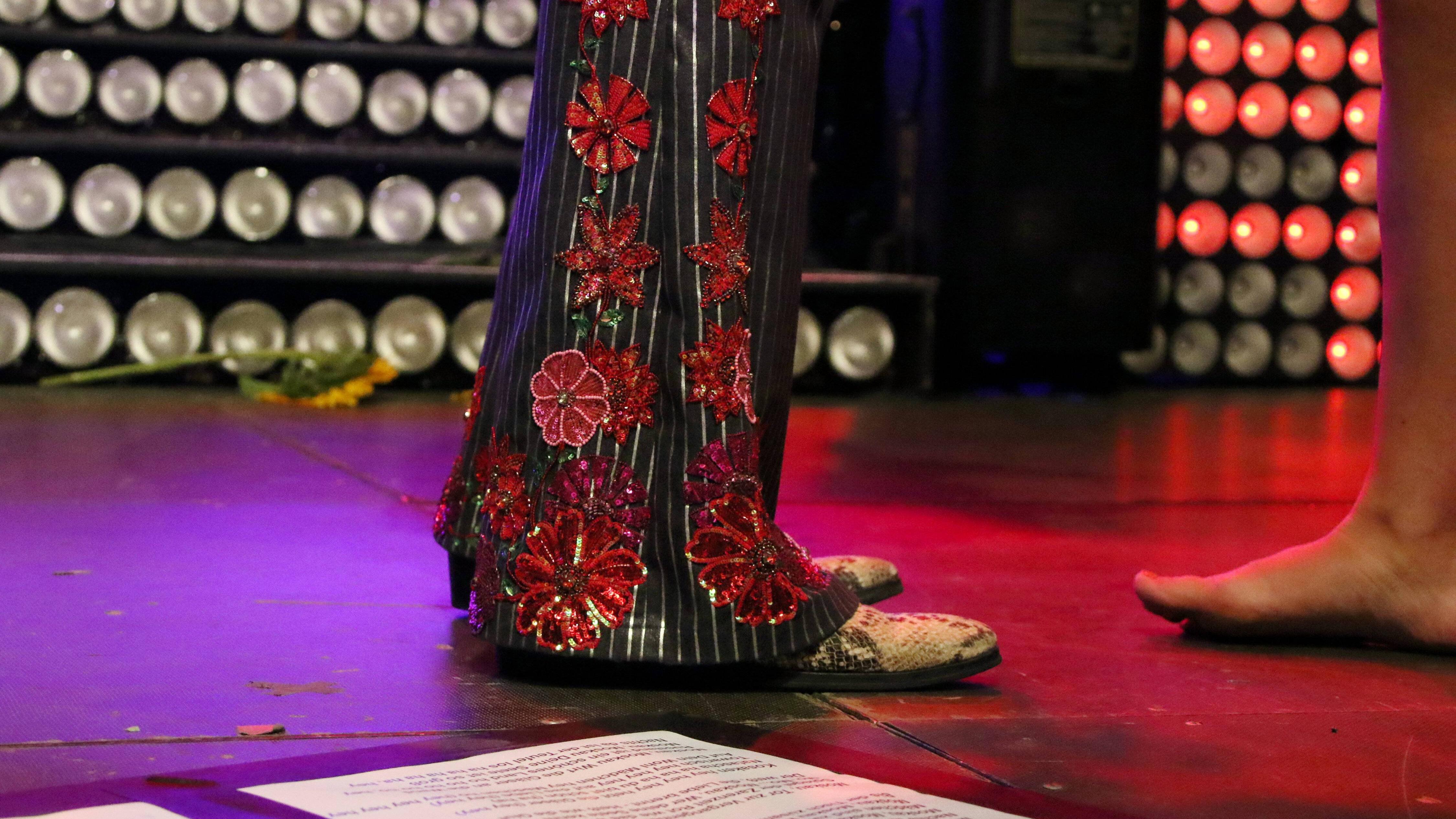 Die Schlaghose symbolisiert die Mode der 70er Jahre.