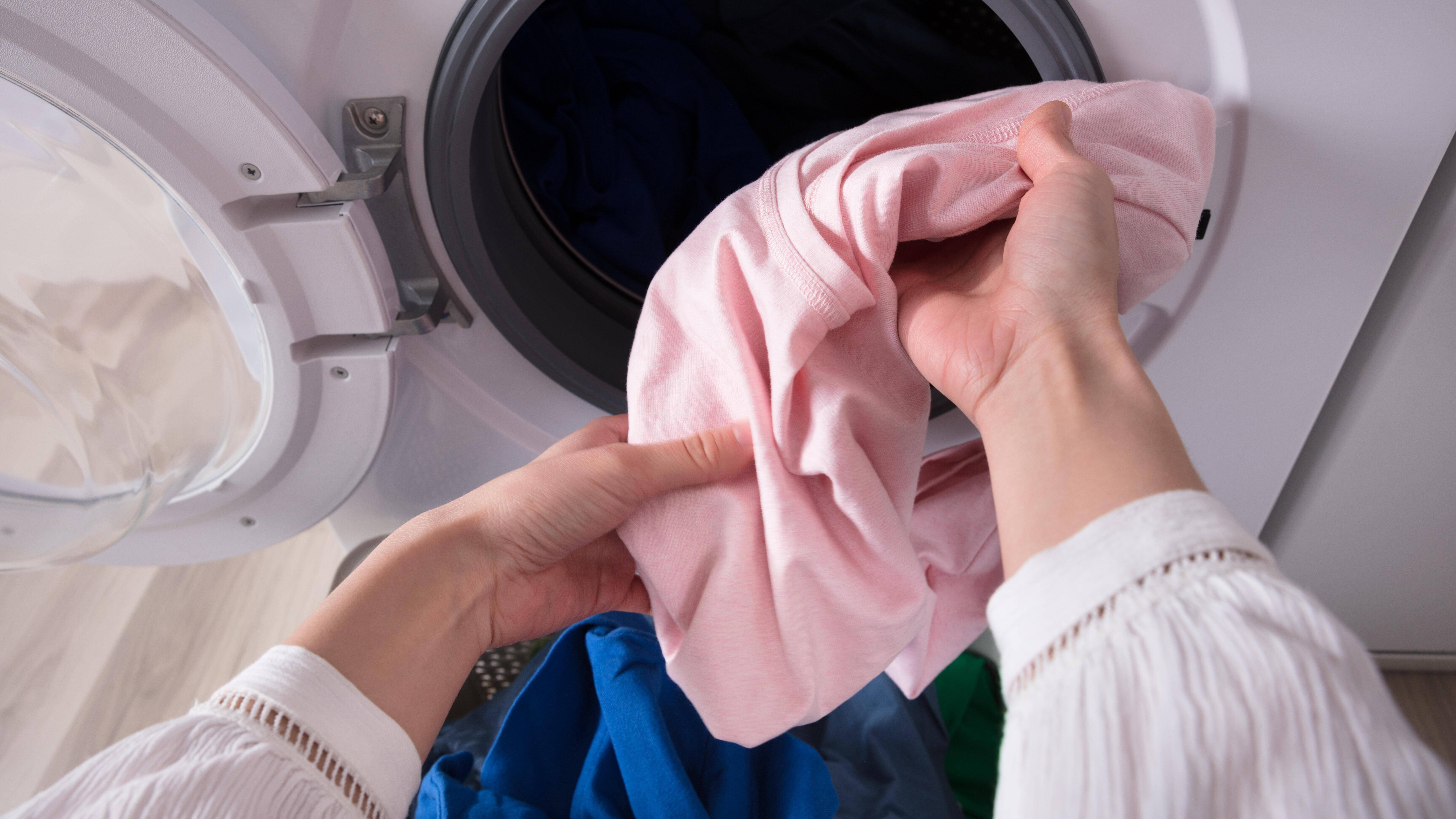 Trockner auf Waschmaschine befestigen - so geht's