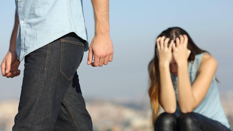 Dass Männer sich erst trennen, wenn sie eine Neue haben, ist nicht nur ein Gerücht. Jedoch steckt mehr dahinter.