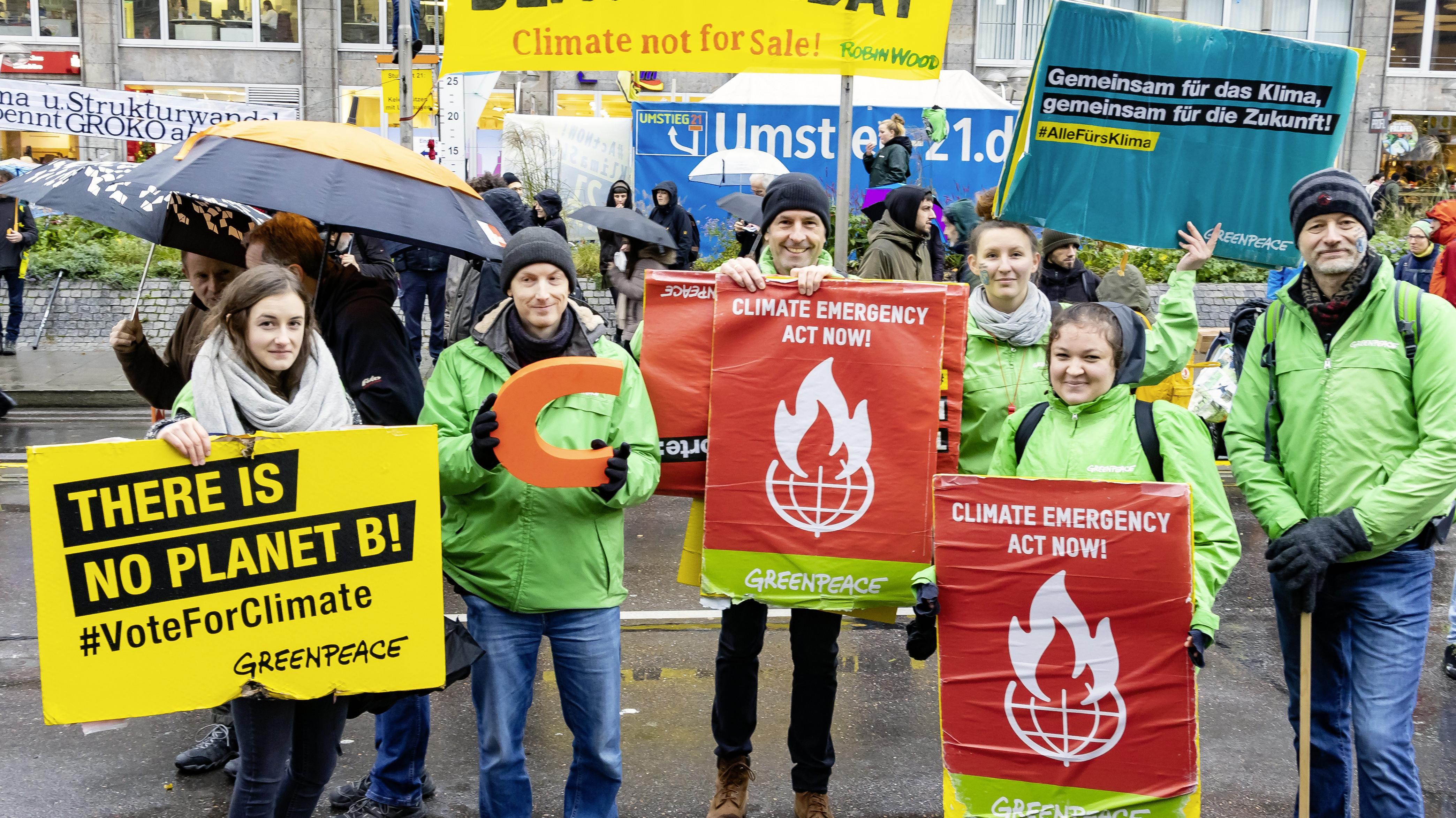 Im Greenpeace Magazin gibt es Informationen über Klimaschutz weltweit und im Shop die passenden, umweltfreundlichen Produkte.