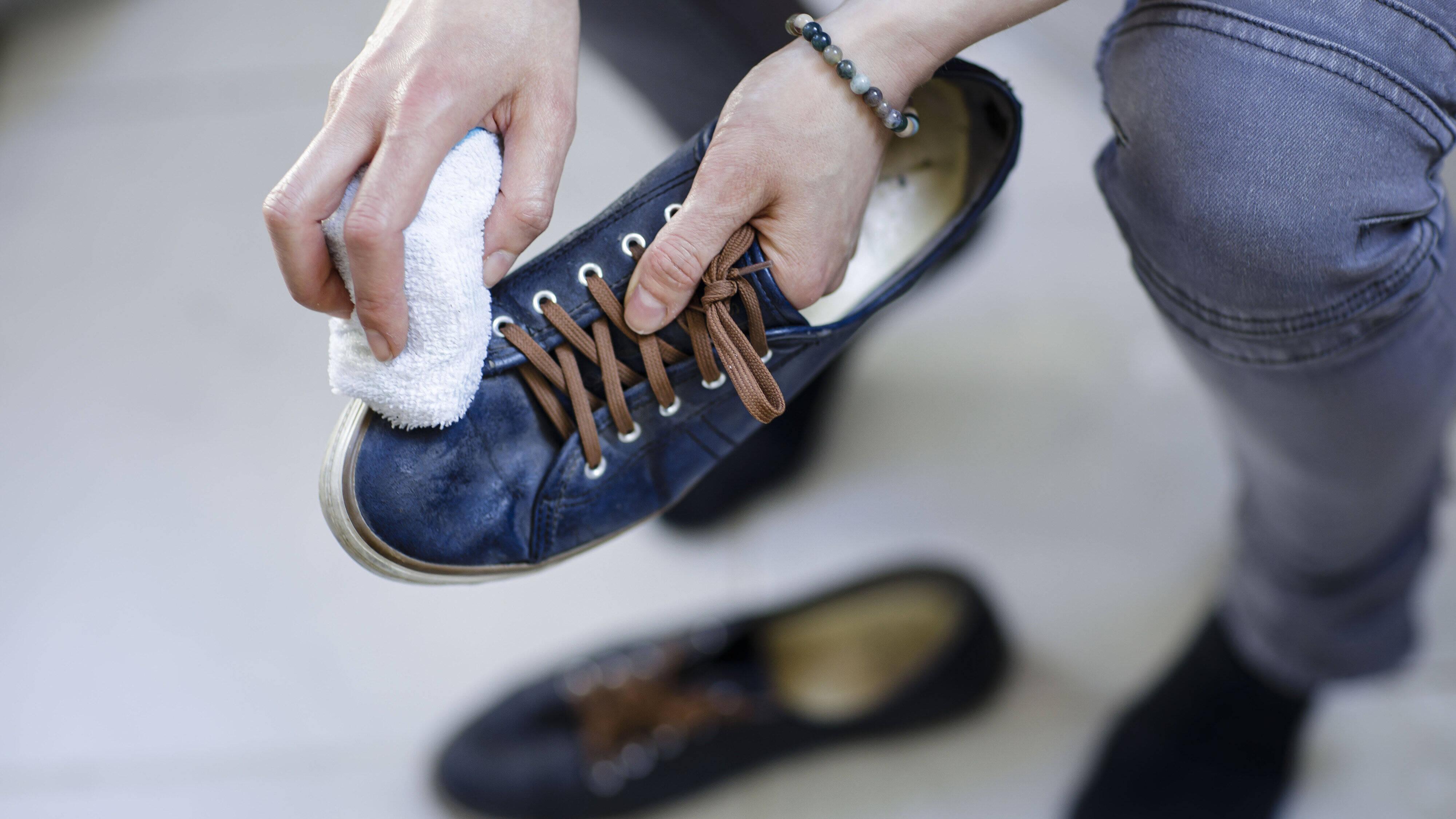 Polieren Sie Ihre Schuhe, damit sie länger halten.