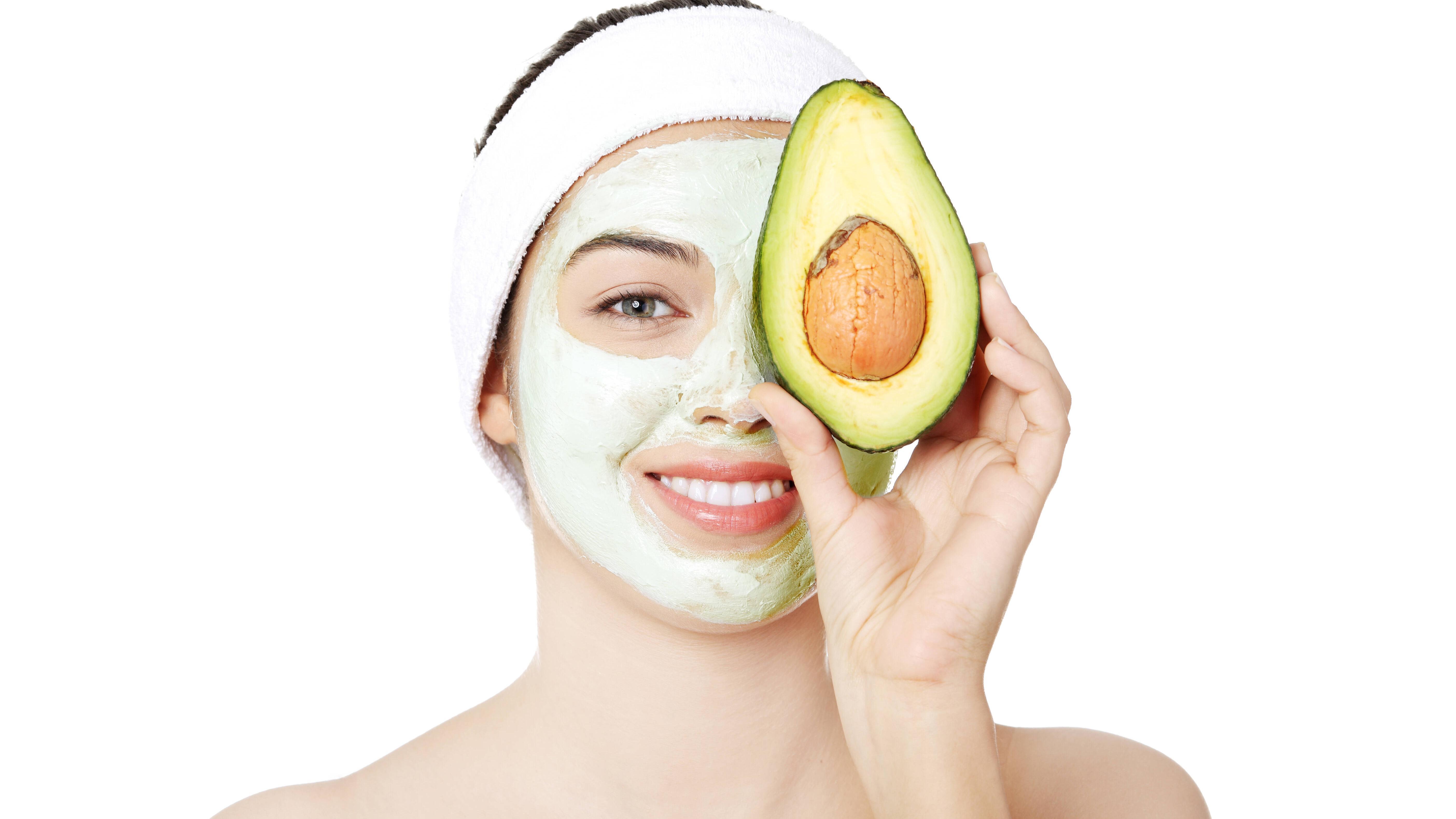 Avocado-Maske für Haut und Haar - eine Gesichtsmaske mit Avocado nährt und pfelgt Ihre Haut intensiv und kann bei allen Hauttpen angewendet werden.