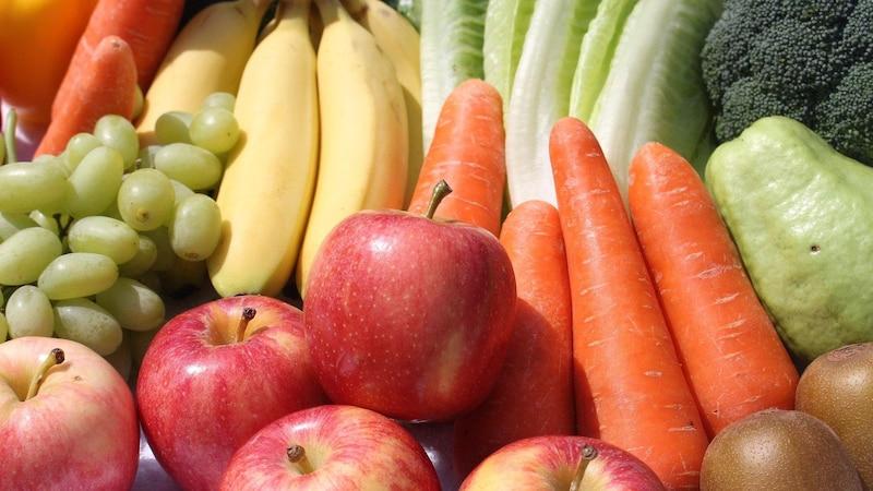 Obst und Gemüse enthalten viele Ballaststoffe und verkürzen so die Dauer der Verdauung.